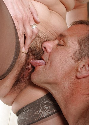 Black hairy pussy eating