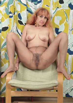 Old pussy in pantyhose